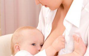 pravilan položaj pri dojenju