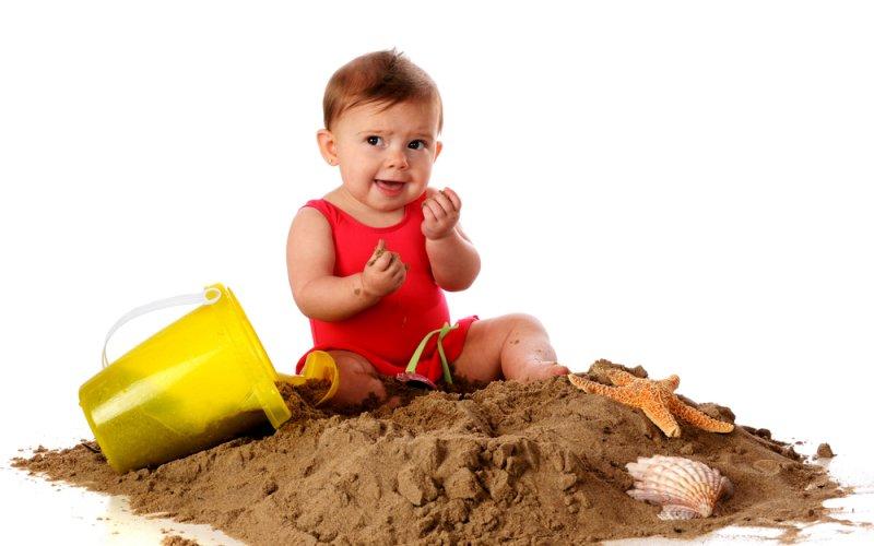 dijete na pijesku