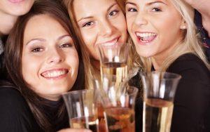 tinejdžeri s pićima