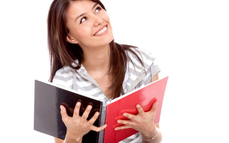djevojka s knjigom
