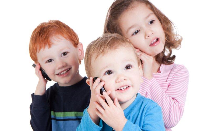 djeca s mobitelima