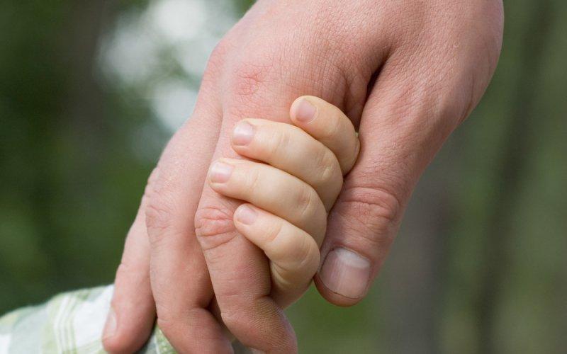 tatine i djetetove ruke