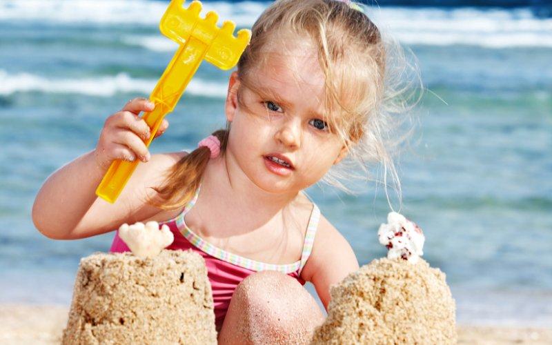 djevojčica na moru