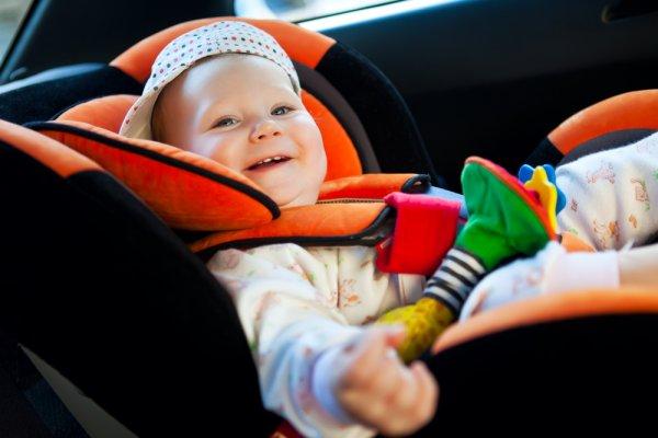 beba u autosjedalici