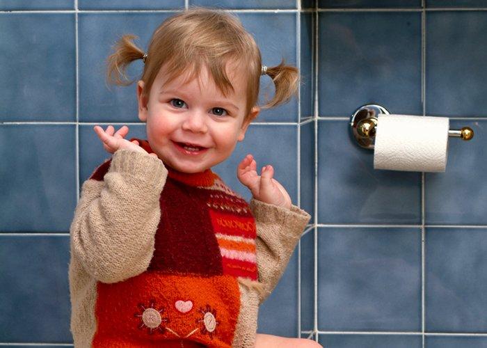 dijete u wc u